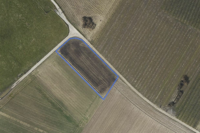 Perceel landbouwgrond akkerland te Piringen