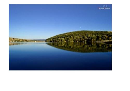 centraal gelegen in een toeristische gebied en dichtbij het meer Moacsa